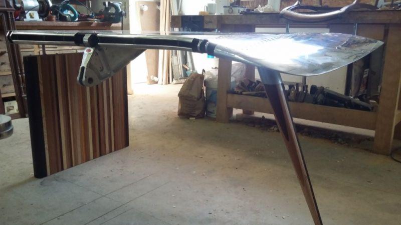 fabrication de bureau design pr s d 39 aix en provence avec une aile de mirage iii 2014. Black Bedroom Furniture Sets. Home Design Ideas