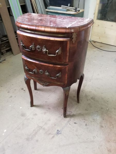 restauration de meubles anciens en bois massif ou en marqueterie r novation de meubles anciens. Black Bedroom Furniture Sets. Home Design Ideas