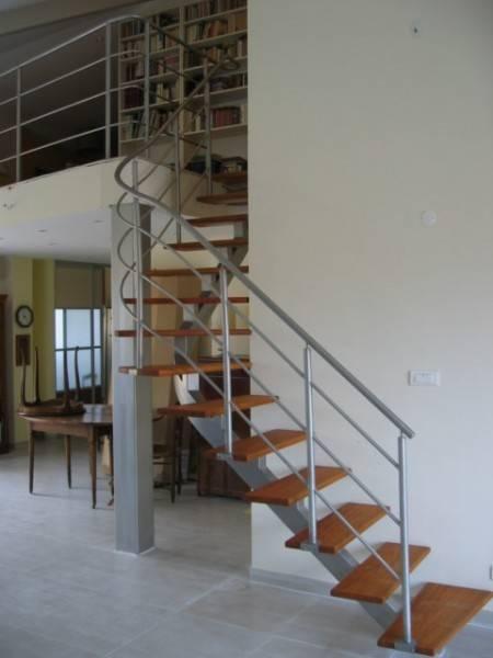 Amenagement interieur exterieur r novation de meubles anciens puyricard e - Escalier en metal a vendre ...